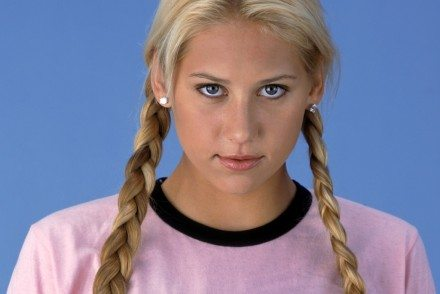 Sexy-tennis-star-Anna-Kournikova-wallpaper (2)