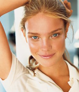 holding-skincare-resolutions_154954868105