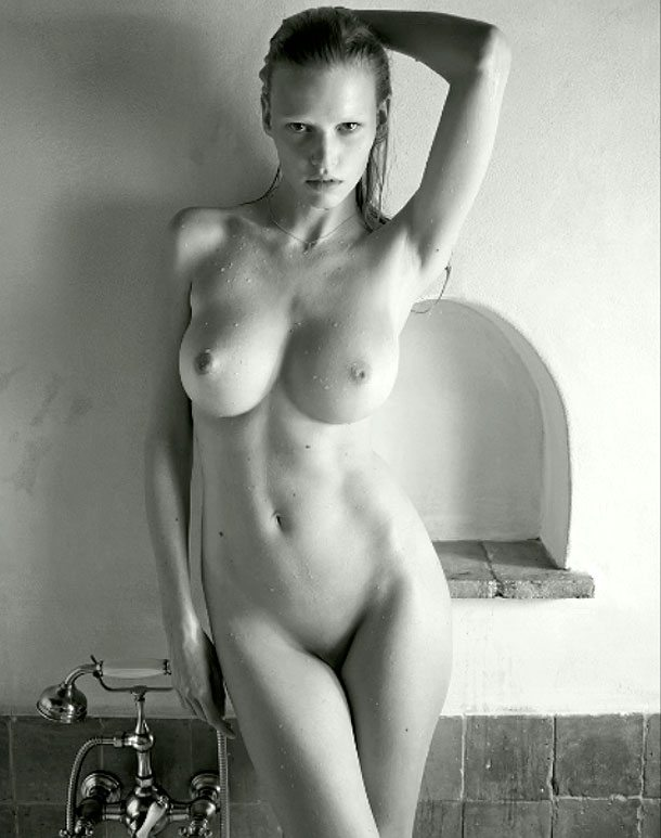 lara-stone-in-the-2012-pirelli-calendar-by-mario-sorrenti-191501589