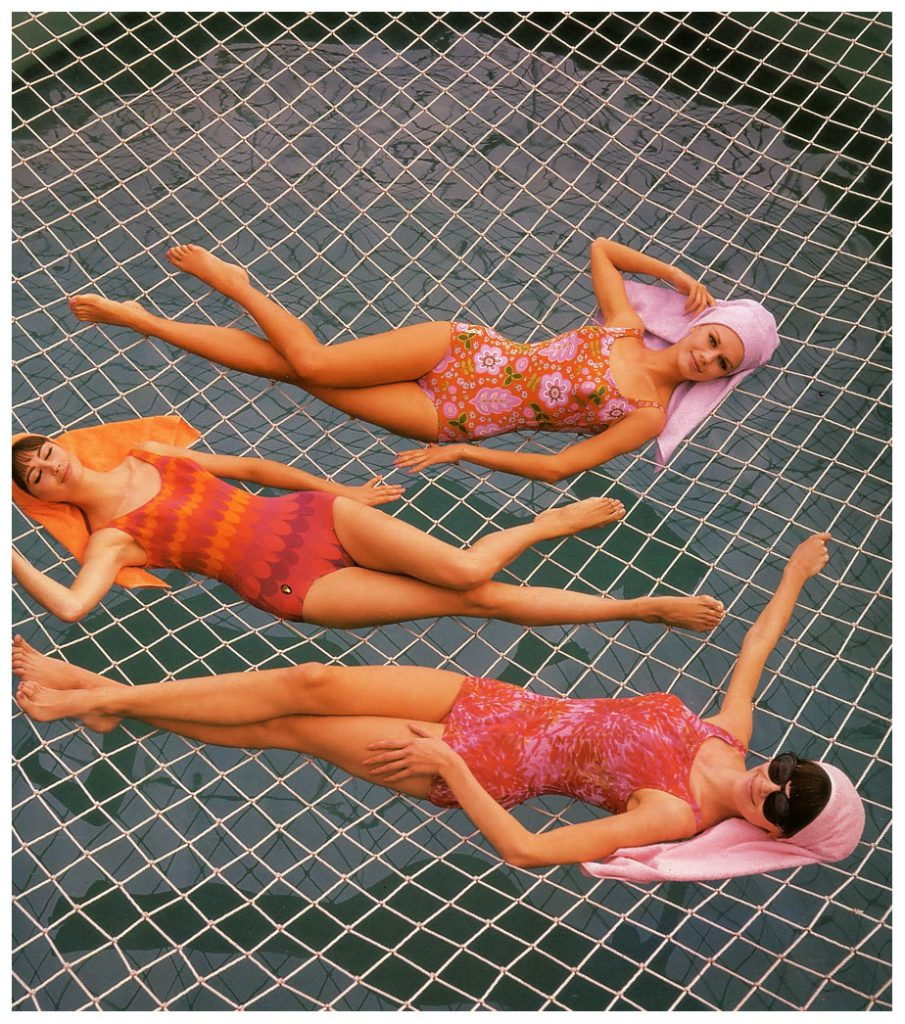 marola-witt-katherine-pastrie-and-model-at-the-swimming-pool-on-the-cruise-ship-22hanseatic22-published-in-constanze-mode-springsummer-1964